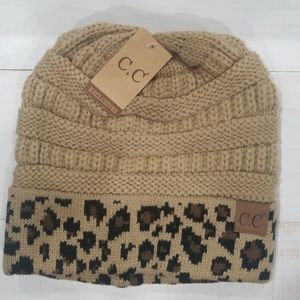 CLASSIC CC BEANIE IN CAMEL AND LEOPARD